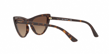 Vogue VO5211S W65613 occhiale da sole donna, forma montatura cat eye colore marrone scuro havana e lenti marroni.